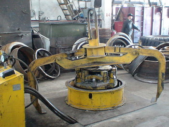 OTR Tyre demounting and mounting machine